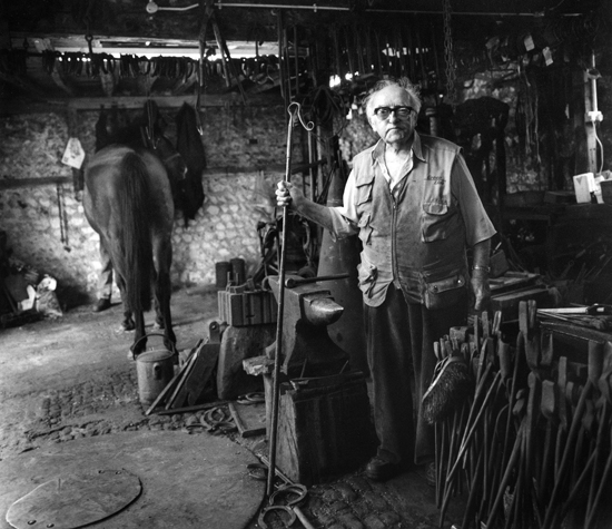 2003-05-27   FRANK DEAN, Farrier, Rodmell, E.Sussex